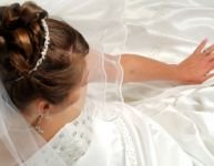Fashion tips to survive a wedding during pregnancy