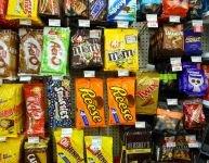 Plaidoyer contre les présentoirs de bonbons des commerces