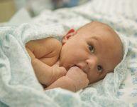 Tout savoir sur les petits boutons de bébé
