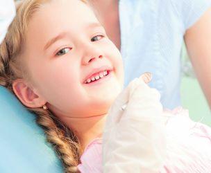Pédodontiste ou dentiste pédiatrique