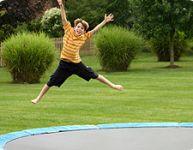 Les pédiatres déconseillent les trampolines d'extérieur