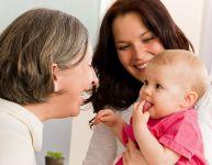 Laisser bébé avec sa nounou pour la première fois