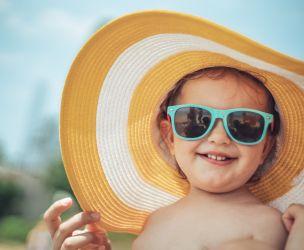 Trouvez les bonnes lunettes de soleil pour bébé
