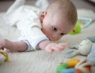 Les premiers jouets de bébé