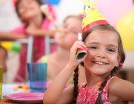 Être invité à une fête d'enfants