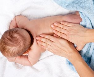 Le massage pour bébé - un moment privilégié