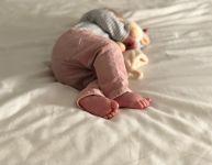 10 trucs pour détacher les vêtements de bébé