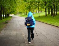 Marcher seul pour aller à l'école