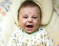 Est-il mauvais de laisser un bébé pleurer?