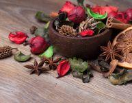 Fabriquer un pot-pourri de Noël