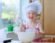 Cuisiner avec des enfants de 2 et 3 ans