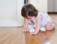 Bébé rampe et marche : votre maison est-elle sécuritaire?