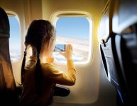Voyager en avion avec des enfants : trucs et conseils