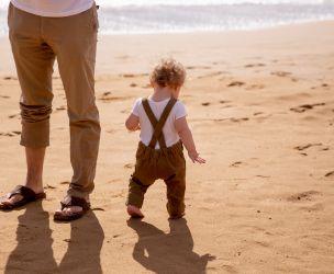 Vacances à la plage : guide de survie pour tout-petits