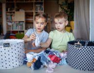 Organiser la garde-robe des petits : un jeu d'enfants