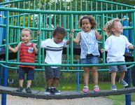 Parler de racisme avec son enfant : quand et comment?