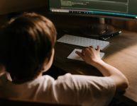Cyberprédateurs : Comment protéger nos enfants
