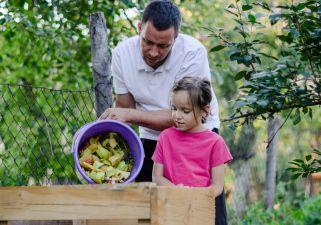 Initier les enfants au compostage